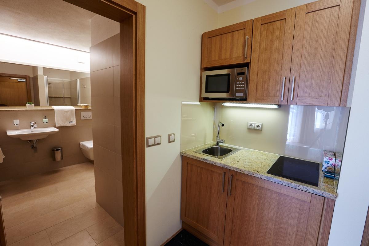 zweibettzimmer mit k che pension je n k. Black Bedroom Furniture Sets. Home Design Ideas